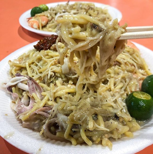 Never used to like Hokkien mee but I think @singaporeliciouz has just changed my mind with her recommendation, Tiong Bahru Yi Sheng Fried Hokkien Mee.