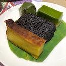 Today's Aneka Kueh consists of bingka ubi, seri muka, gula hangus and kueh koci.