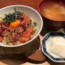 マグロユッケ丼 酢重ゴマ七味がけ $35