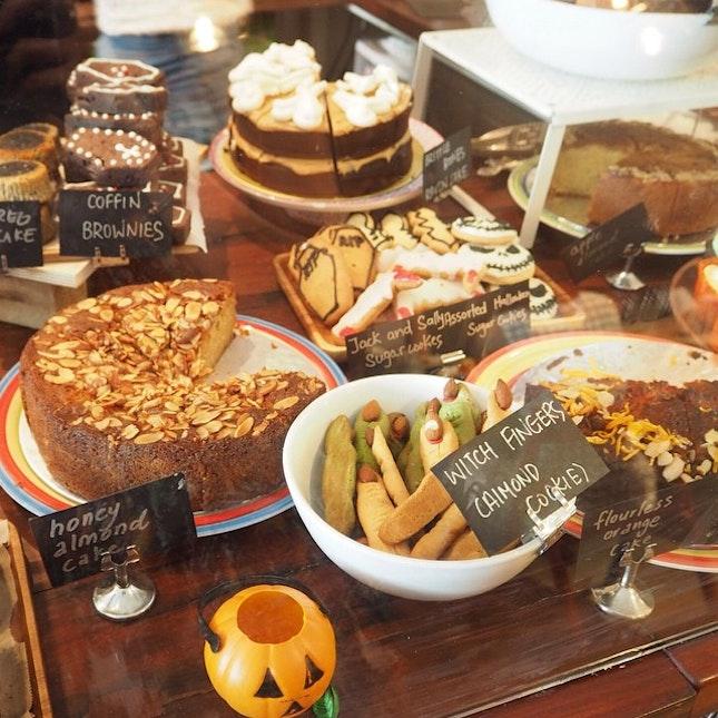A spread of bakes #burpple