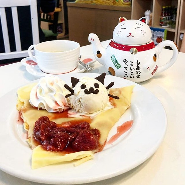 Crepe with Vanilla ice cream and strawberry sauce, earl grey tea  Our legs were so tired from walking so we sought refuge in this cat cafe.