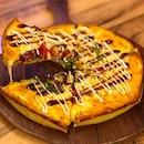 Gangnam cowboy (large- $20.80)  Beef steak, ham, onion, mushroom, bell pepper, steak bulgalbi sauce, mayonnaise, mozzarella cheese.