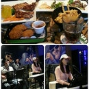 Mel's Place Bar & Bistro
