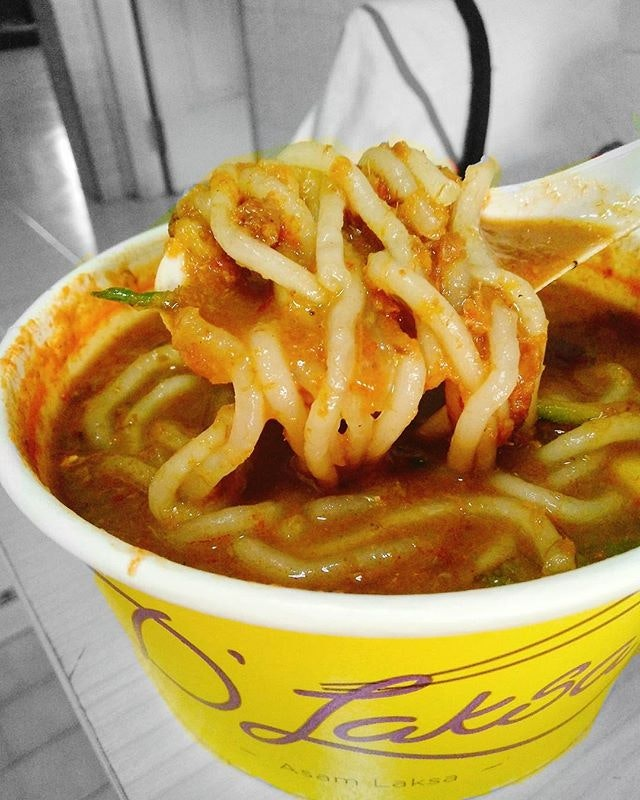 U can smell them even before u see them 😋😋😋 Oh that powerful sourness + spicy aromatic fragrant ❤  Introducing the popular Assam Laksa from Penang!