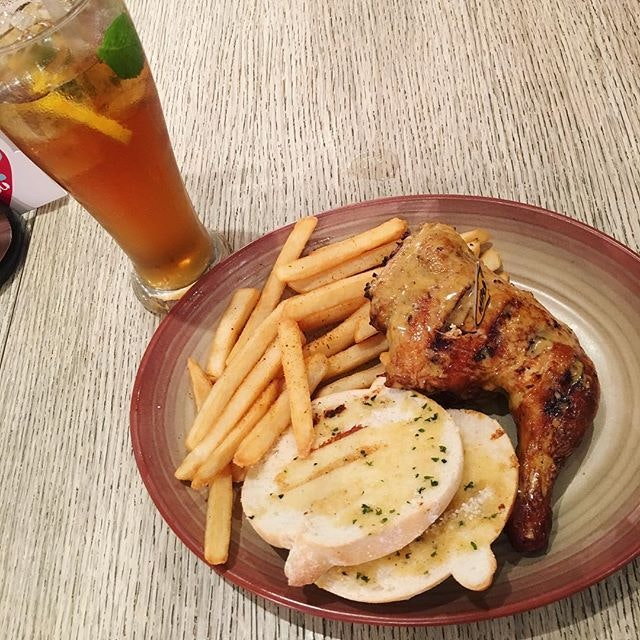 Late lunch (or early dinner?) at Nando's. #foodie #foodlover #foodtrail #foodstagram #chickenthigh #jbcitysquare #foodporn #instafood #instafoodie #burpple