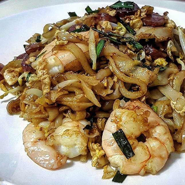 To create a really good Penang Char Kway Teow, first we need very good quality rice noodle (kway teow).