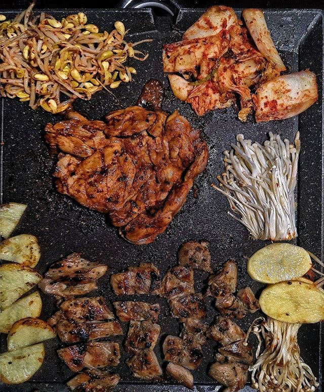 ~ Meat Me On The Equinox ~ Besides @8KoreanBbq's very popular 8 Colours Mangalitsa Pork Belly Set that features rolls of thick Mangalitsa Bellies marinated in 8 different ways, they now oso got Chicken on their menu!