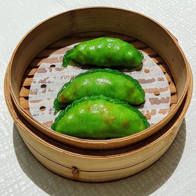 After realizing that my projected life expectancy is in the 100 year range,  I decided to commit to eating more vegetables so these snow pea (and corn and carrot) dumplings were right up my healthy (and delicious) eating alley...