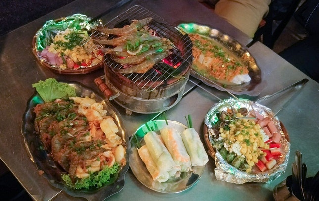For a back-breaking Vietnamese dining experience