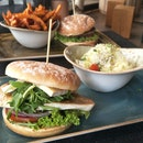 A Burger Joint with Great Variety and Ambience