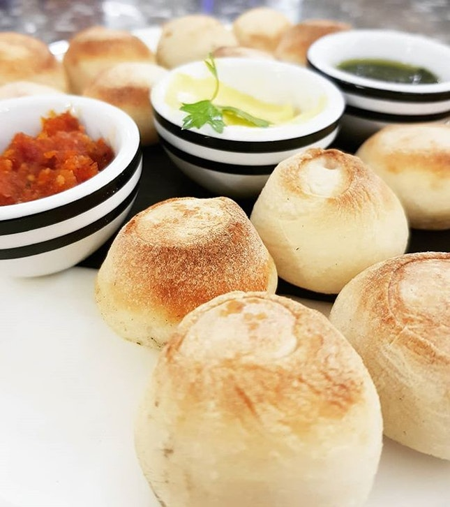 Dough balls 🍞  One of the many reasons that makes @pizzaexpresssg one of my favourite places to dine at 😍