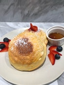 Soufflé Pancakes In The Middle Of Town?!