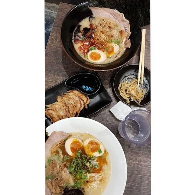 trying a new ramen store bc he saw ladyironchef blogged bout it 😅😅 great effort in opening é store by ex-Keisuke Ramenchefs but… Gyoza was quite salty|Garlic Tonkotsu All Topping soup was rich but kinda blend?🙊|Spicy Tonkotsu All Topping not spicy enough😅 overall big portion for é price + i like their free flow beansprouts & corn 😋 but doubt gg bck again bc é man who likes eating ramen says so 😜 .