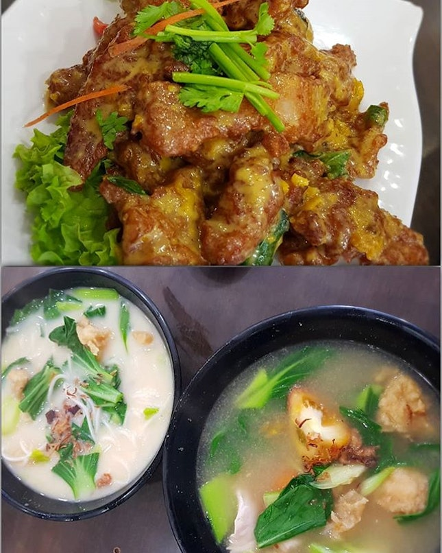 finding time t0 break away fr0m unpacking 😜 th0ugh #xinyuanji is fam0us f0r their fish s0up, their salted egg p0rk ribs is 👍 and gener0us in p0rti0n 0h é fried fish is better than é sliced fish which d0esn't seems that fresh 😬 • • • • • • • • • • #fishsoup #咸蛋排骨 #zichar #sgfood #sgfoodie #sgfoodies #sgeats #sgeatout #sgig #igsg #foodporn #foodspotting #foodinsing #foodie #jiaklocal #tslmakan #swweats #hungrygowhere #weeloysg #yoloeat #burpple #saltedeggshiok