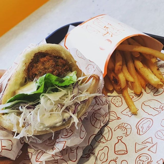 A different form of fast food in the form of pide bread and crunchy fries