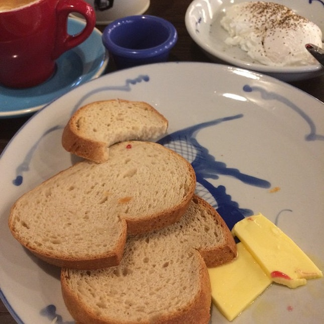 #glutenfree toast, poached eggs, butter and jam and a #soylatte #latte #grouptherapy #brunch