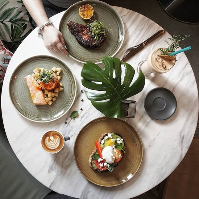 Starting the day right with strong greenery vibes @donhosg over their weekend brunch menu.