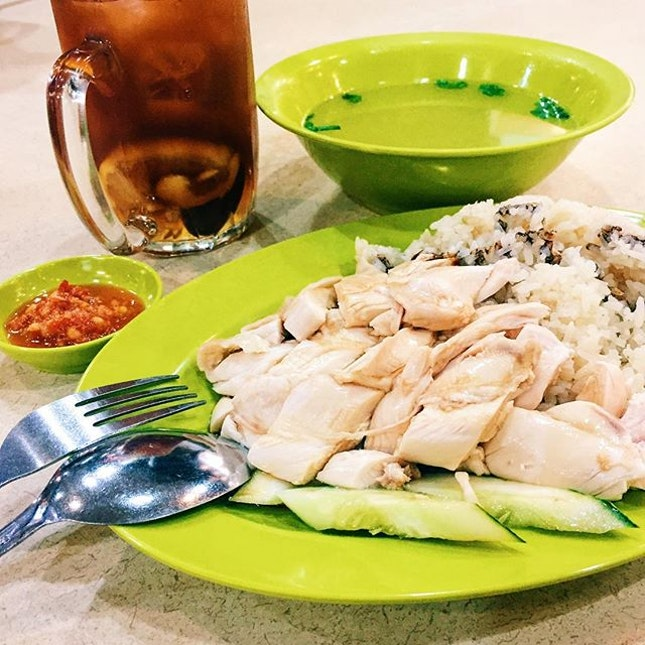 If pasta is an Italian's default meal, then chicken rice might be a Singaporean's 😂 #Burpple