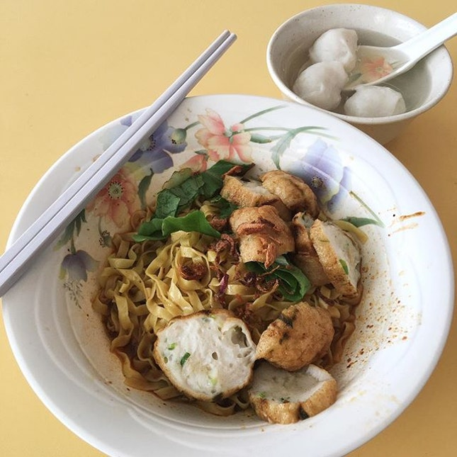 Fishball Noodles from Tom's City Zoom Mee Pok Tar  The fish cakes which are handmade by Citizoom and fried in this stall, are bouncy and juicy!The noodles are al-dente, with a springy texture and also spicy at the same time!