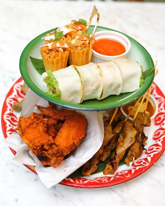 [Colonial Club] - Colonial Platter ($18.90) which comes with kueh pie tee, satay, inche kabin (nyonya fried chicken) and popiah.