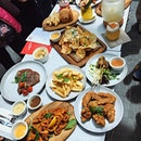 [Rumours Bar & Grill] - The spread at their latest out at @jewelchangiairport #rumourshasit