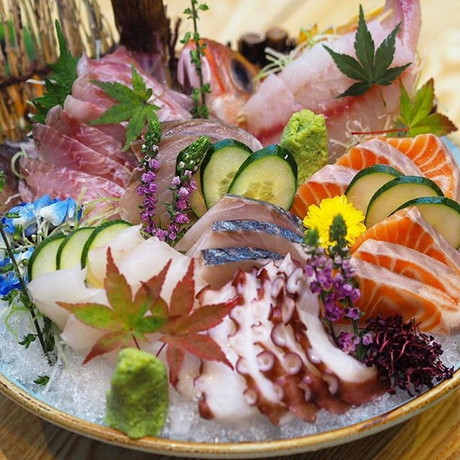 [En Sushi] - We were treated to a skilfully and strategically plated work of art - the En SIgnature Sashimi Moriawase (Seasonal).