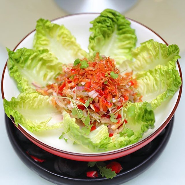 [Crystal Jade Palace] - Garden Salad with Crab Meat, Pomelo and Sakura Ebi ($14.80).