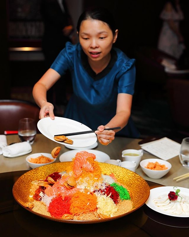 [Jiang-Nan Chun] - Toss to a year of prosperity, abundance and good fortune with the Abundance Abalone, Lobster and Salmon Yu Sheng.