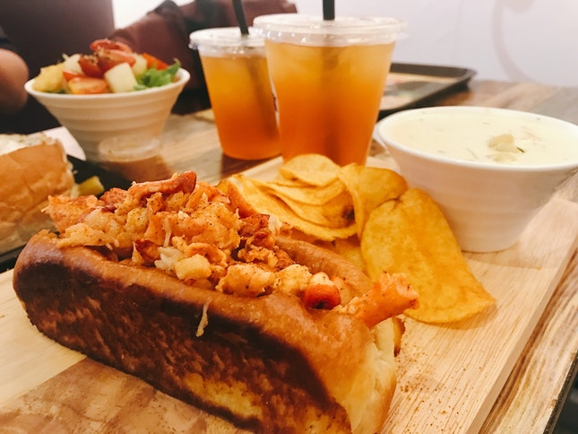 Lobster Roll Set With Petite Clam Chowder, Chips And Iced Tea ($24.90)