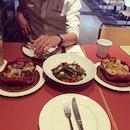 Awwsome Lunch😂😋😋 #baboyMe #yummy  #extravirginpizza #steaksalad #cauliflowerRomeaco #BrusselsSprouts
