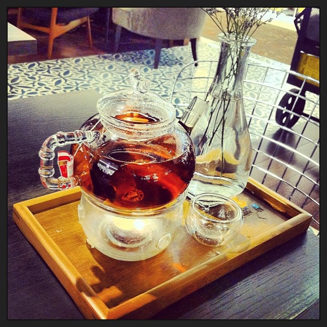 Japan style English Breakfast Tea #teatime #tea #english #breakfast #japan #style #unique #decoration #simplicity #glass #fragile #teapot #wooden #tray #vase #life #healthy #pic #picoftheday #instatag #instagood #instadaily #sinapore #somerset #313 #i_was_here