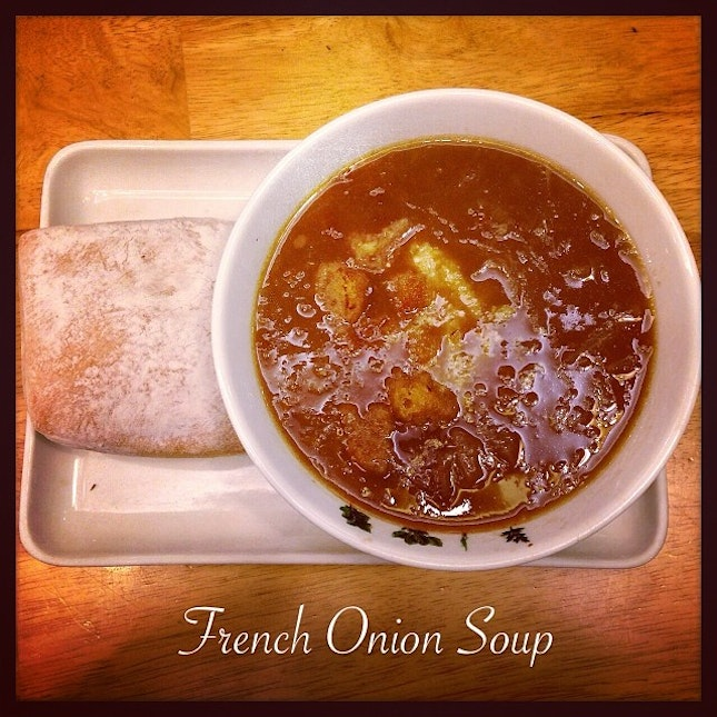 French Onion Soup #french#onion#soup#spoon#restaurant#croutons#cheese#bread#vegetarian#food#foodporn#instafood#instawow#instalikes#instatag#instadaily#igsg#igfame#latepost#iphone5c#photoadayjanuary#iphonesia#singapore
