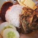 Rendang Chicken Rice #rendang#chicken#rice#sambal#cucumber#crackers#malaysia#local#cuisine#instafood#foodporn#foodpic#instawow#instalike#instadaily#potd#photoadayferbruary#igfame .