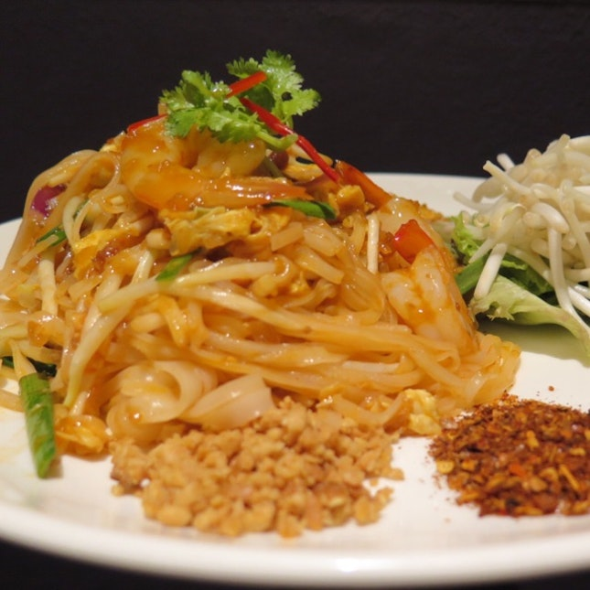 Thai Style Fried Rice Noodle with Prawns $12.90