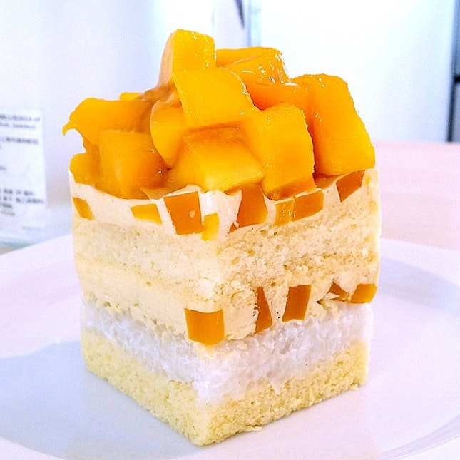 The Mango Sticky Rice Cake that makes me hunger for more!!