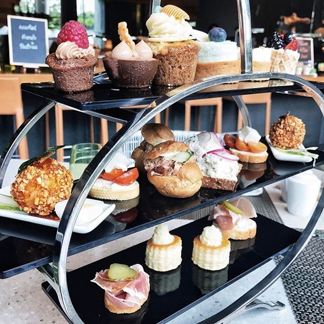 Having Tiers of Joy Afternoon Tea with my favourites at #LimeRestaurant #ParkRoyalPickering 🤗 .