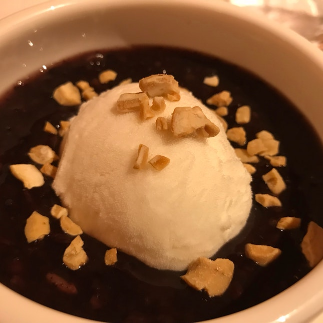 Chilled Black Glutinous Rice Cream With Coconut Ice Cream