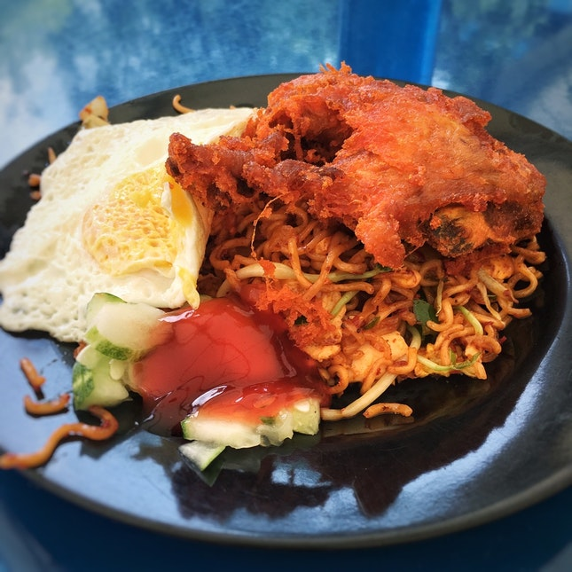 Maggi Goreng With Fried Chicken And Egg