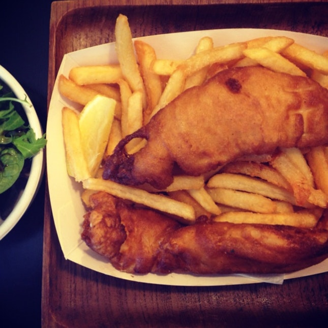 Fish & Chips w Mesclun Salad