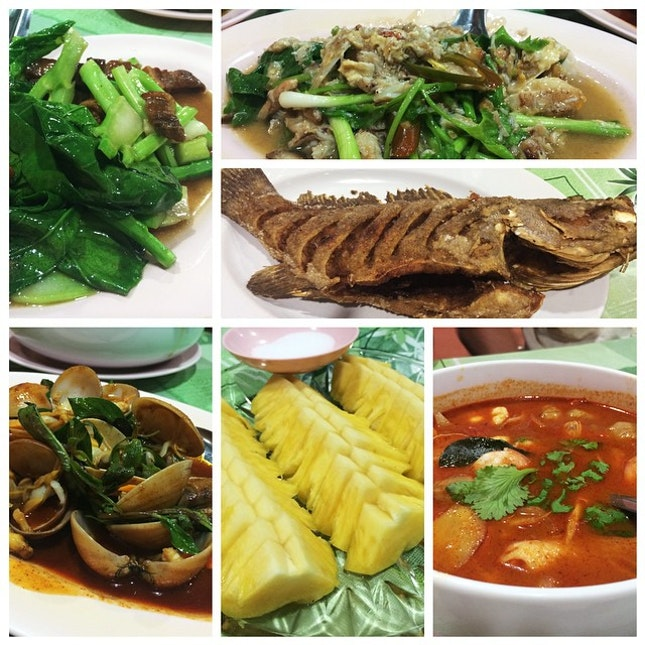 eat like locals, with locals ~ yummy authentic local delicacies at Ang Kitchen!❤️ #dine #eat #dinner #thai #phuket #vacation #getinmytummy #town #local
