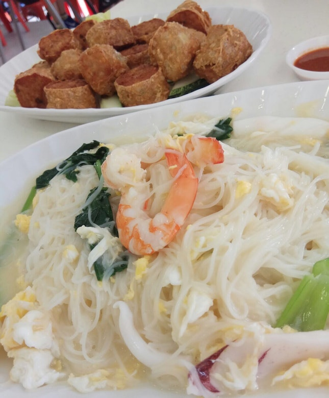 The Original White Beehoon ($5) and Signature Meat And Seafood Roll ($15)