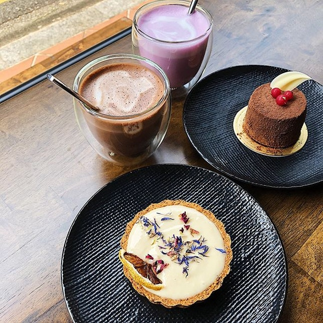 Vegan Lemon Curd Tart ($9.60), The Ultimate Fudge Cake ($9), 70% Cacao Hot Chocolate ($5), Blueberry Cheesecake White Hot Chocolate ($5).