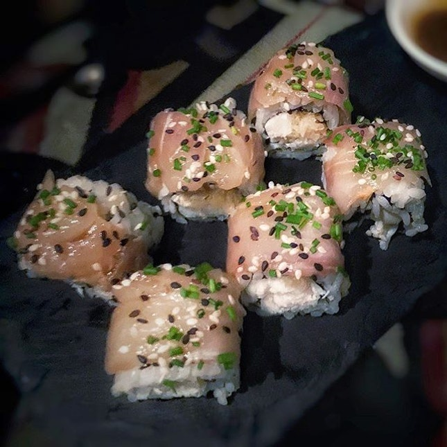 It's always a treat to find good sushi from a non-Japanese place...like these morsels of generous tai slices perched over mounts of subtly vinegared sushi rice rolled with crabmeat, then dusted with toasted white and black sesame seeds, and every kitchen apprentice's nightmare, chopped chives.