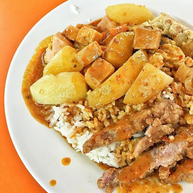 Cheap and Shiok Hainanese Curry Rice 🍛 #HainaneseCurryRice #AATeats #Burpple