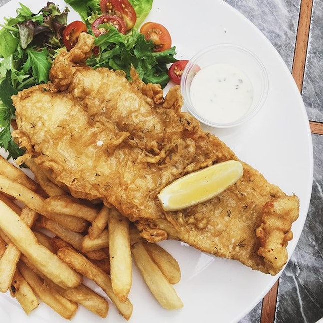 If nobody sees you eating it, it doesn't contain calories 😏 #AATeats #fishandchips #fish #fries #burpple