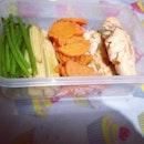 ลองทำดู เตรียมอาหารไป ทานพรุ่งนี้ #100happydays #day21 #cookingathome #cleanfood #cleanfoods #chicken #vegetable #instafood #pphappymeal สเต๊กสันในไก่ | ผักสามสี