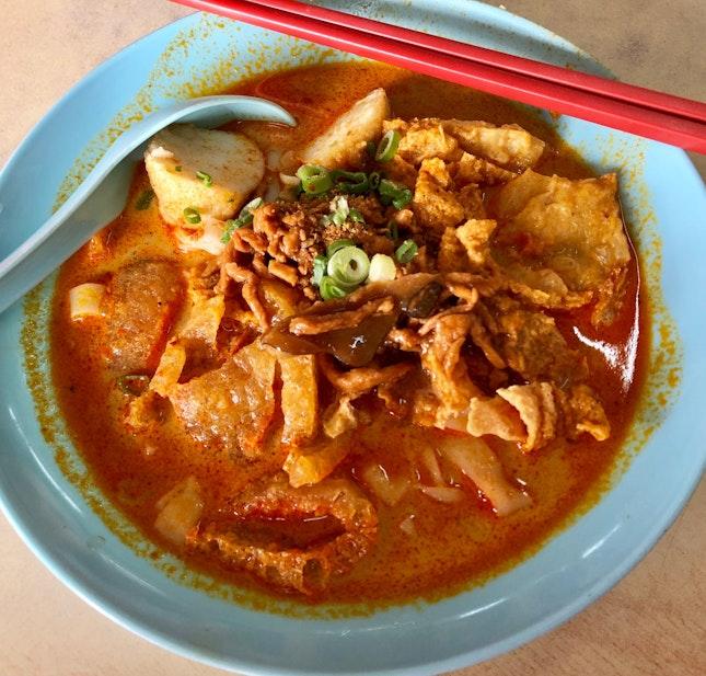 Curry Chee Cheong Fun With Minced Pork, Pork Skin, Fishball, Beancurd Skin