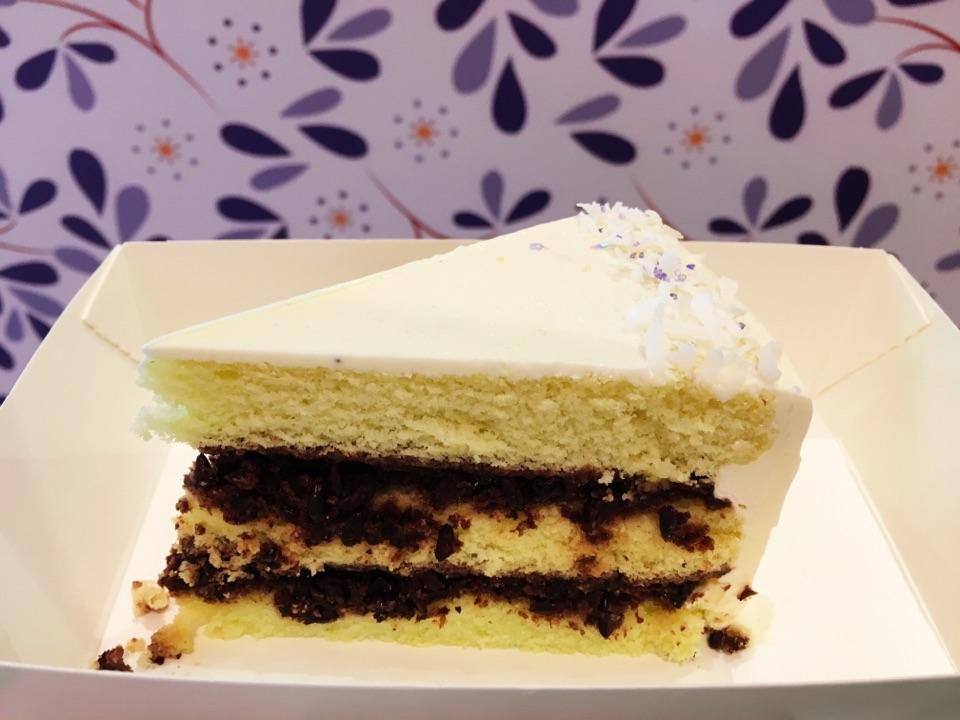 Pandan Pulut Hitam Tea Cake