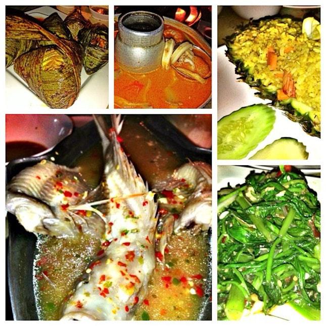 Nice Thai food gathering with dear darlings #chunfamily #chungirl #throwback #thaifood #foodporn
